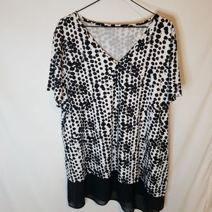Black and white top with sheer hem size 2x